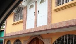 Casa con puertas al aire